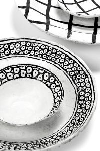 9-plat-frise-motifs-noirs-serax-2